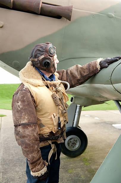 raf ww2 flugzeug pilot mit fighter - mae west stock-fotos und bilder