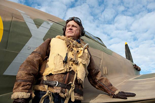 raf ww2 flugzeug pilot mit hurrikan - mae west stock-fotos und bilder
