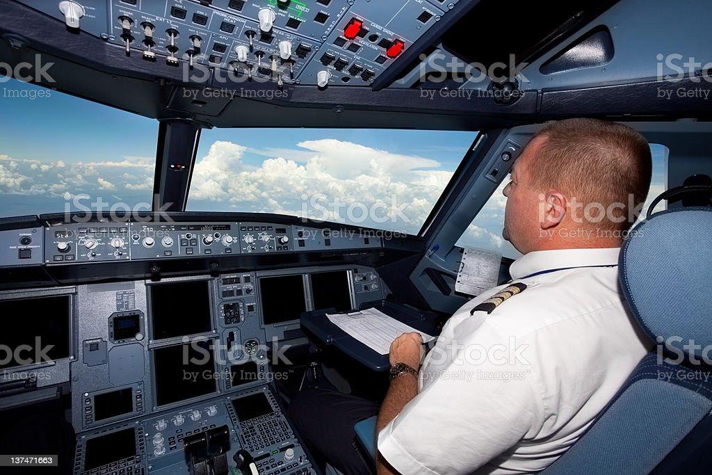 Piloten im cockpit in einem kommerziellen Flug – Foto