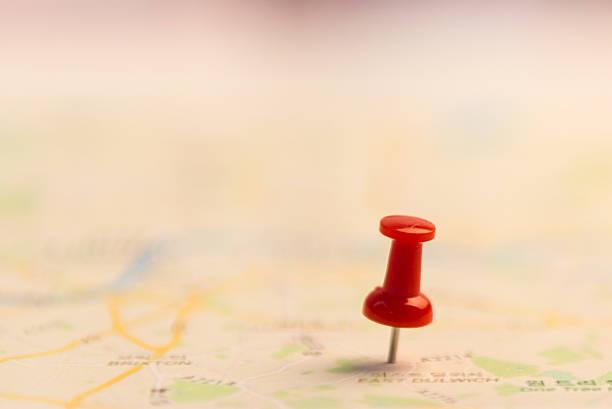 pin marquant emplacement sur la carte. - épingler photos et images de collection