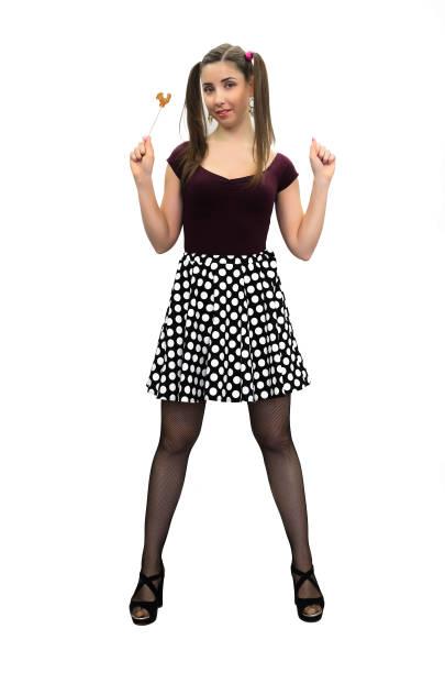 pin-up girl. - frisuren mit kurzen zöpfen stock-fotos und bilder