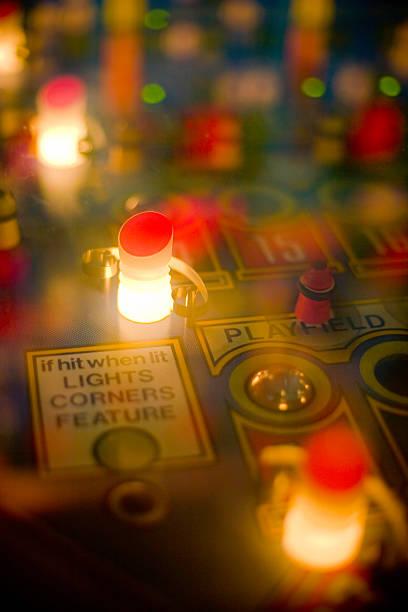 flipper-lichter - pinball spielen stock-fotos und bilder