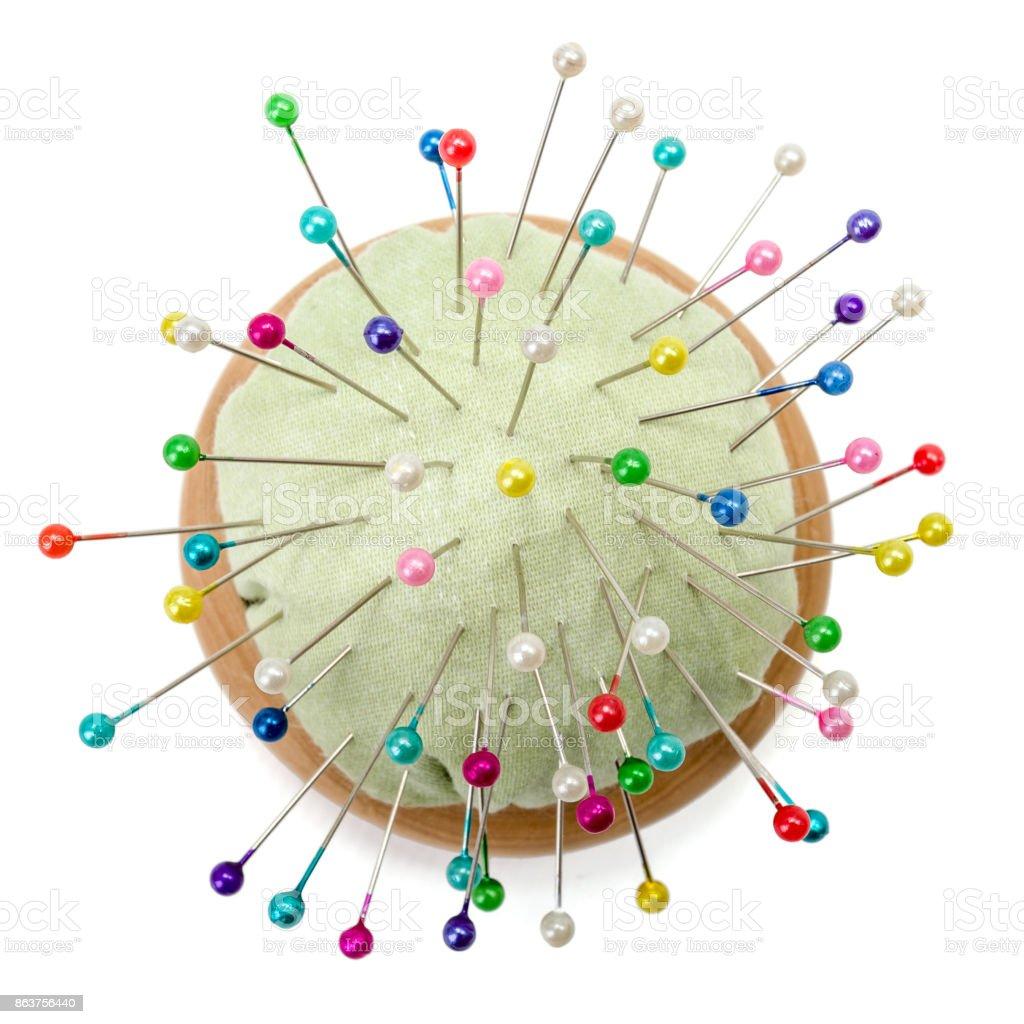 Alfineteiro com pinos coloridos - foto de acervo