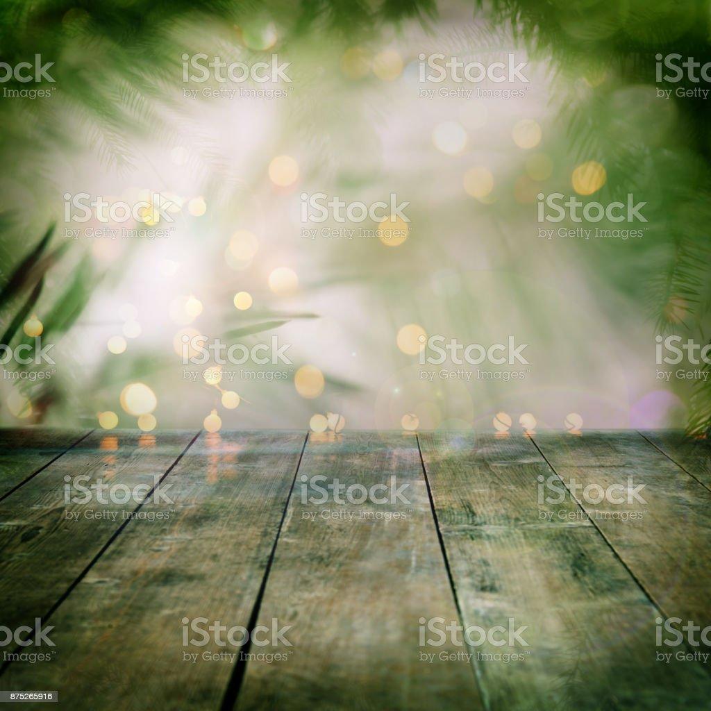 Kiefer Baum Backgound mit leeren Holzbohlen und defokussierten Lichter – Foto