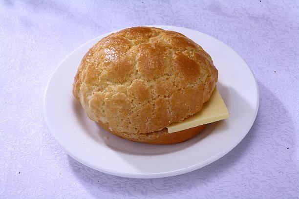 pineapple bun with butter (fresh oil pineapple bag) - söt bulle bildbanksfoton och bilder