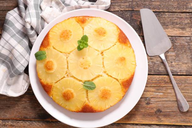 ananas-kuchen, ansicht von oben - ananaskuchen stock-fotos und bilder