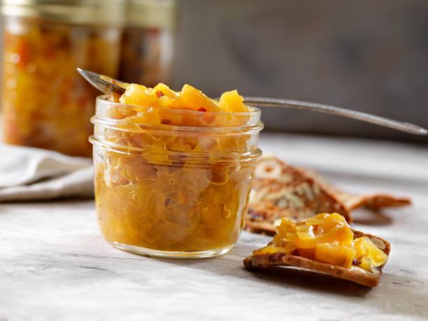 ananas-chutney mit cracker - ingwermarmelade stock-fotos und bilder