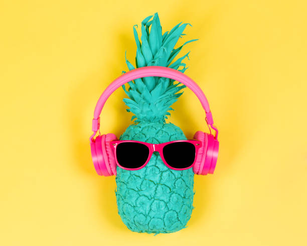 ananas en casque rose - musique photos et images de collection