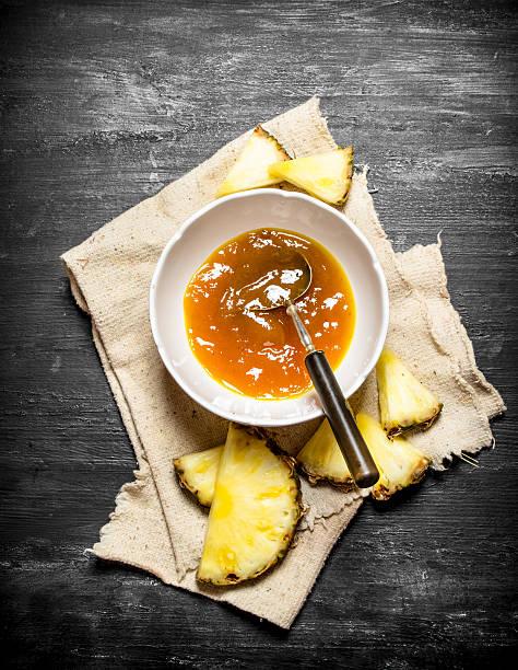 pineapple jam in a dish with slices. - ananas marmelade stock-fotos und bilder