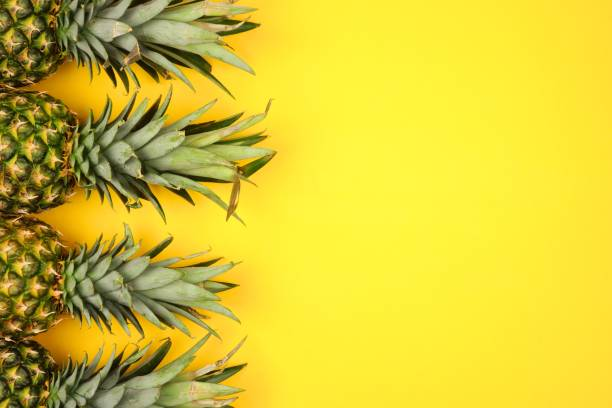 pineapple side border on a bright yellow background - ananas zdjęcia i obrazy z banku zdjęć
