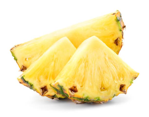 fatia do abacaxi isolada. composição do abacaxi. foto retocada perfeita. - fatia - fotografias e filmes do acervo