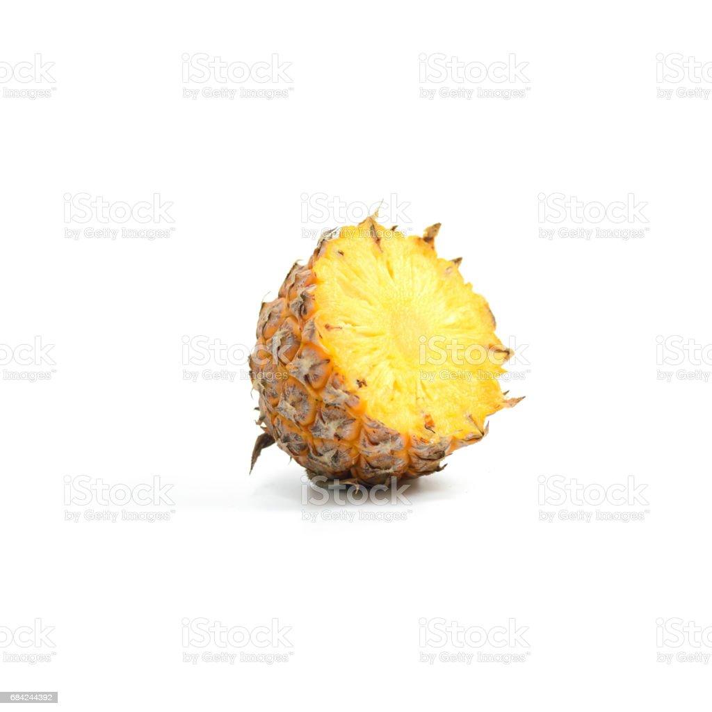 Ananas mit Scheiben isoliert auf weißem Hintergrund, tropischen Früchten. Lizenzfreies stock-foto