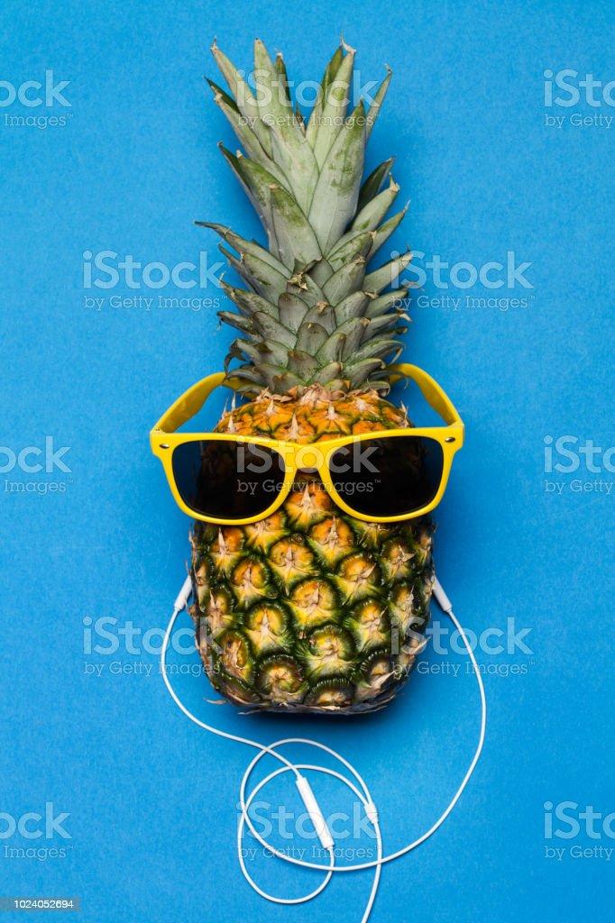 Vorbereitung zum Abnehmen von Ananas