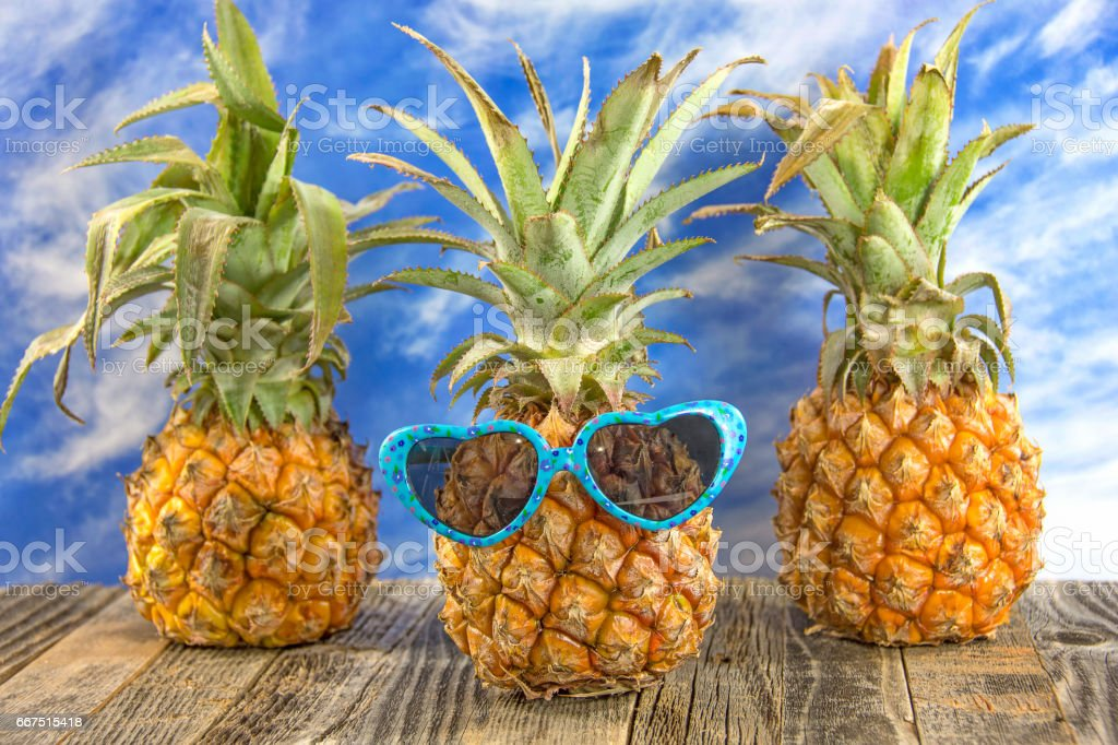 pineapple with sunglasses foto stock royalty-free