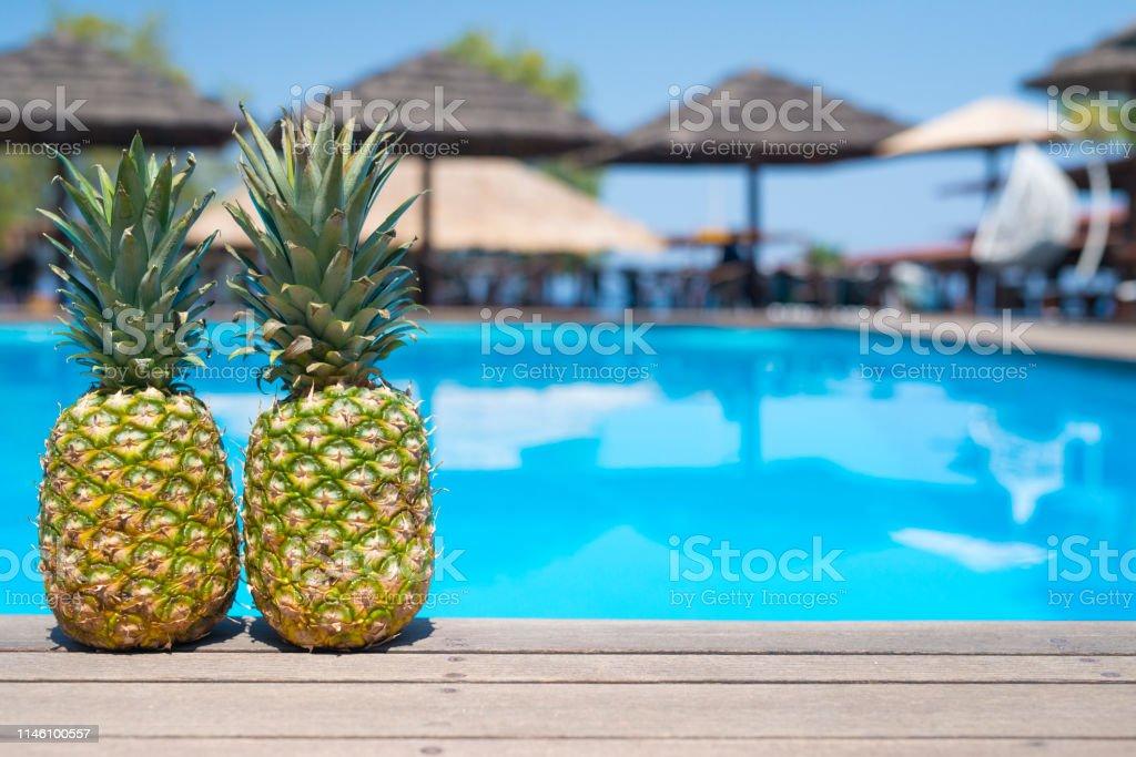 Piña Fruta En La Terraza De Bar De La Playa Junto A La