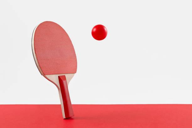 ping pong racket and ball - rakietka do tenisa stołowego zdjęcia i obrazy z banku zdjęć