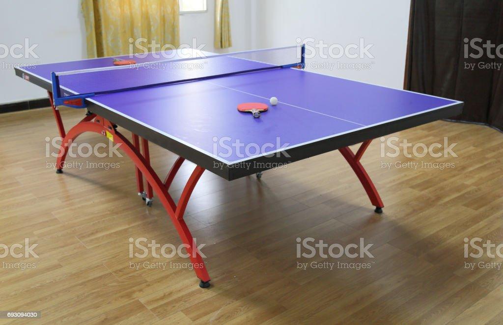 Ping-Pong-Tisch und ball – Foto