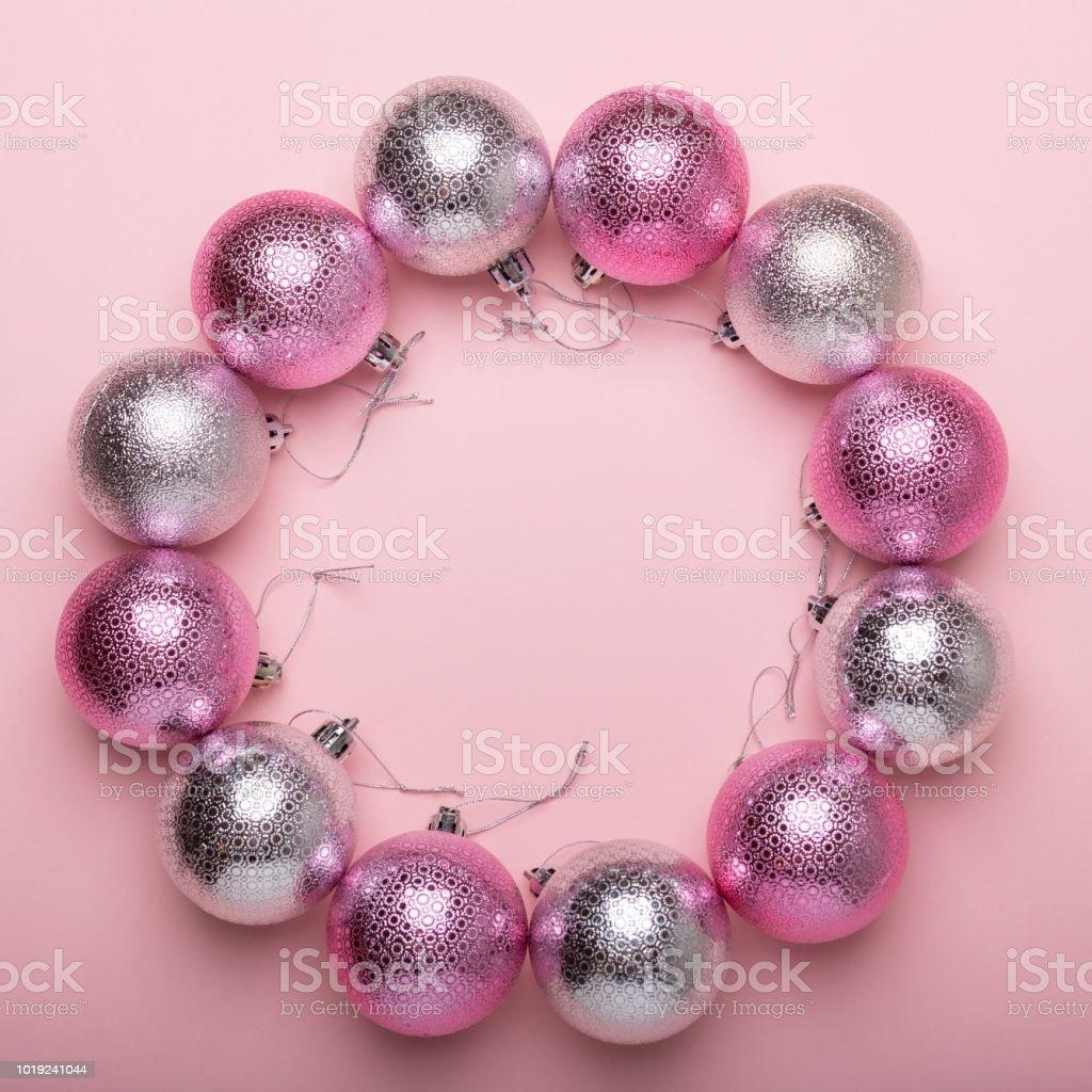 Weihnachtskugeln Pink.Pink Und Silber Weihnachtskugeln Auf Einem Papierhintergrund Stockfoto Und Mehr Bilder Von Bildhintergrund