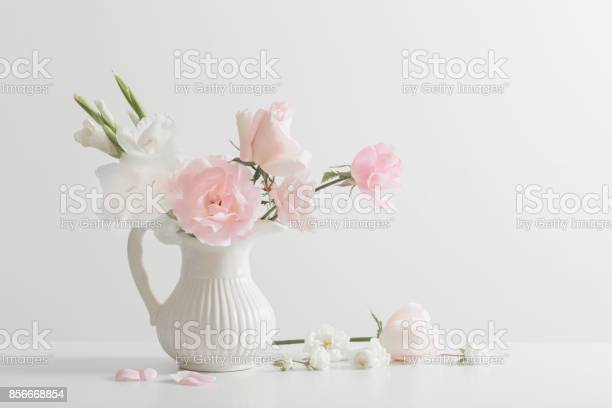 Pink and white flowers in vase on white background picture id856668854?b=1&k=6&m=856668854&s=612x612&h=ibiabboxse4s1ghzfr5r74h  x3ikwxwrexv9mnirbk=