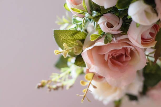 pink and white rose wreath - funerale foto e immagini stock
