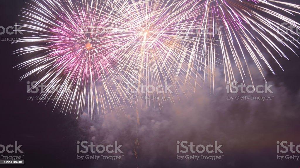 Pink and white sparks of festive fireworks in the dark sky - Zbiór zdjęć royalty-free (Bez ludzi)
