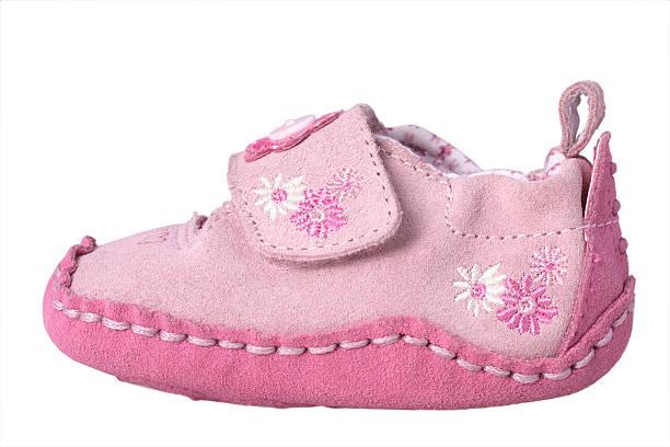 rosa baby mädchen-stiefelette - babyschuhe nähen stock-fotos und bilder