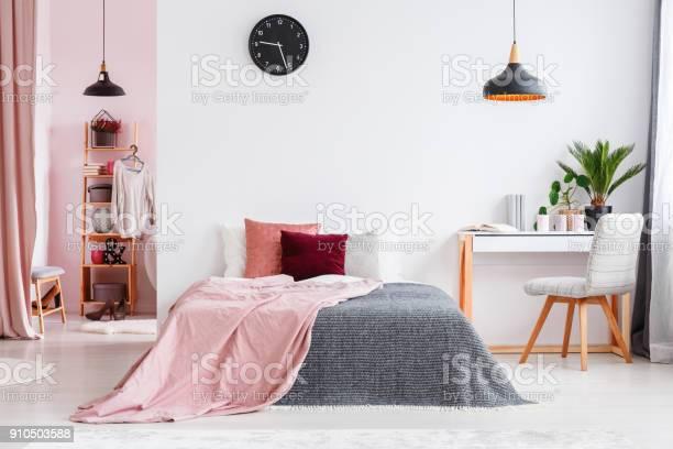 Pink bedroom interior with chair picture id910503588?b=1&k=6&m=910503588&s=612x612&h=4hwmeuplnhw0oglslcg7haas0fnwxiapu5pfwpdviu8=