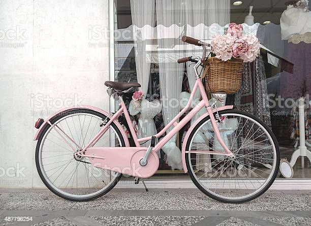 Pink bicycle decorated for weddings picture id487796254?b=1&k=6&m=487796254&s=612x612&h=5dcr0ncrzdppmpm kv0bp5wei1kh9 4ebmk4av9voiy=