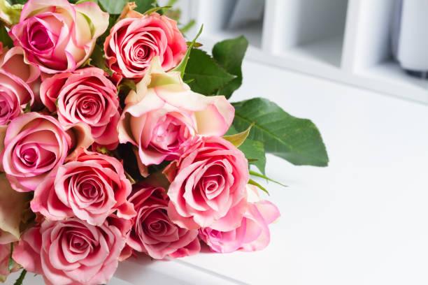 Pink blooming roses on wood picture id886205118?b=1&k=6&m=886205118&s=612x612&w=0&h=odjw9xpzc4aqh cyzqhaj1ivrik vdpqqb iyppostq=