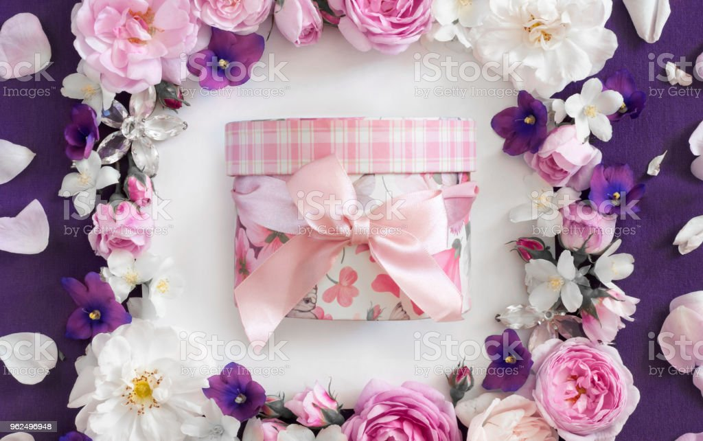 pink box with a bow in the frame of flowers - Royalty-free Beauty Stock Photo