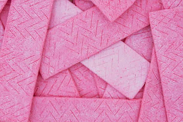 pink bubble gum background - kauwgom stockfoto's en -beelden