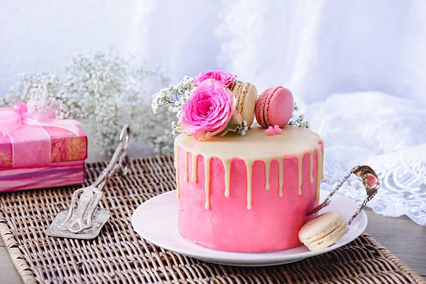 pink cake and present - rosentorte stock-fotos und bilder