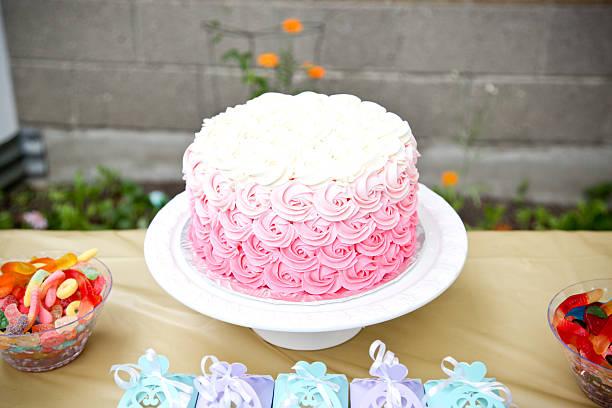pink kuchen - brautparty kuchen stock-fotos und bilder