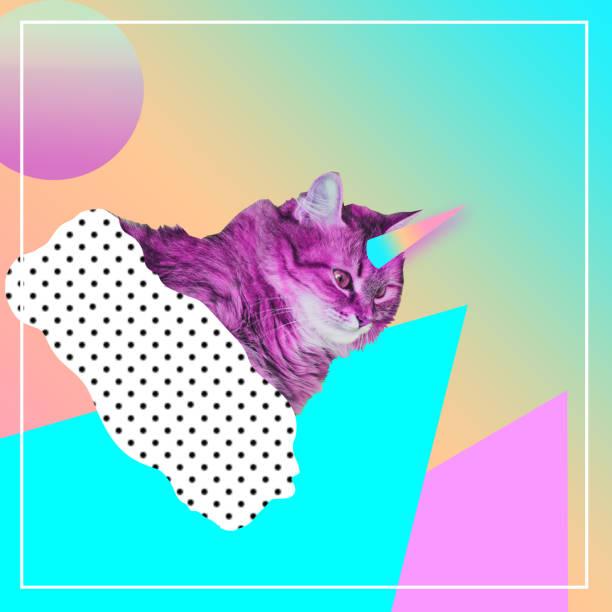 gato rosa con cuerno de unicornio arco iris volando en la nube - cat vaporwave fotografías e imágenes de stock