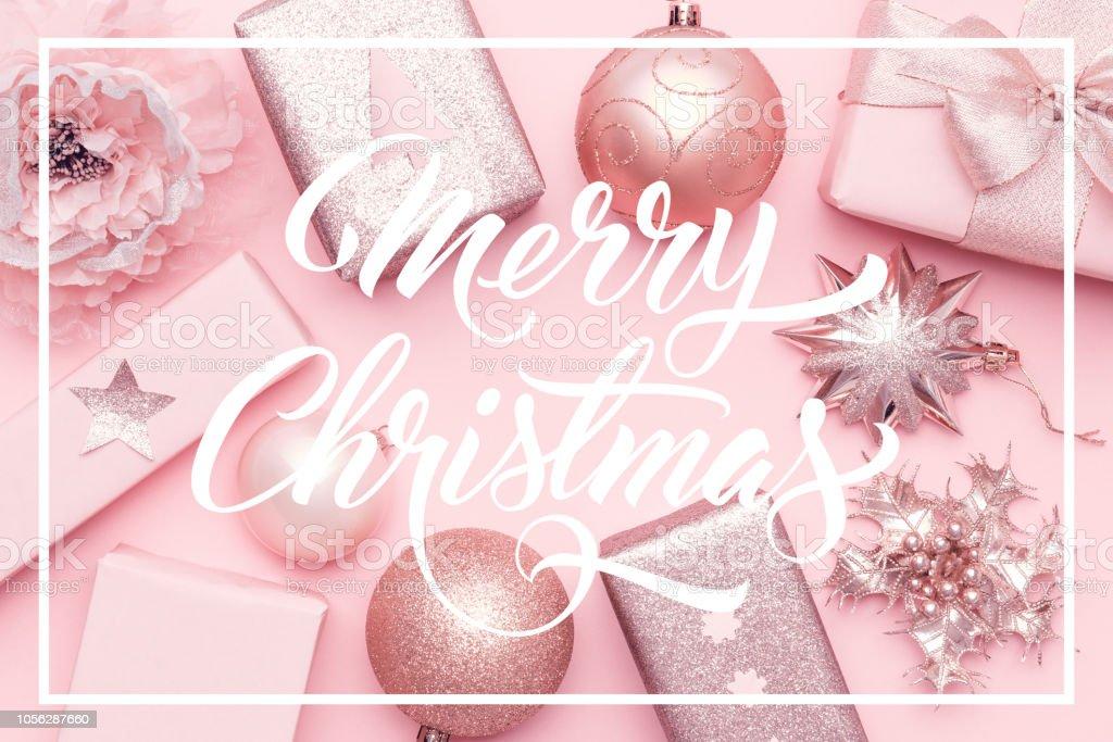 Christbaumkugeln Rosa.Rosa Weihnachtsgeschenke Auf Pastell Rosa Hintergrund
