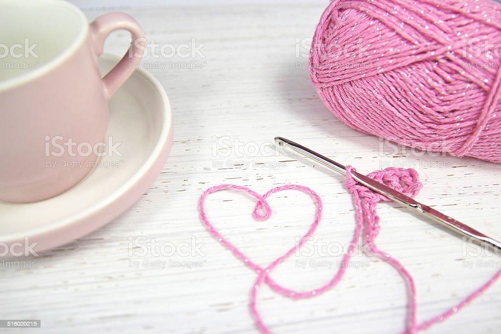 Fotografía de Hilo Crochet Fondo Rosa Con Corazón Y Una Taza De Café ...