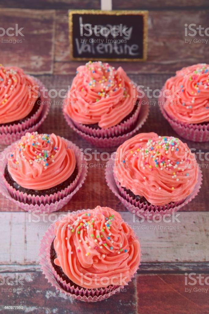 Pink cupcakes for valentine's day photo libre de droits