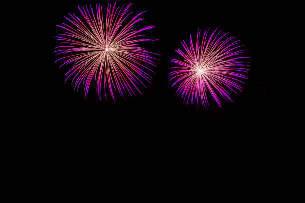pink feuerwerk mit textfreiraum - lila waffe stock-fotos und bilder