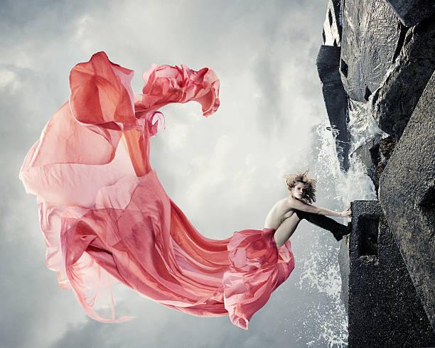 rosa kleid mit blumenmuster - damen rock pink stock-fotos und bilder