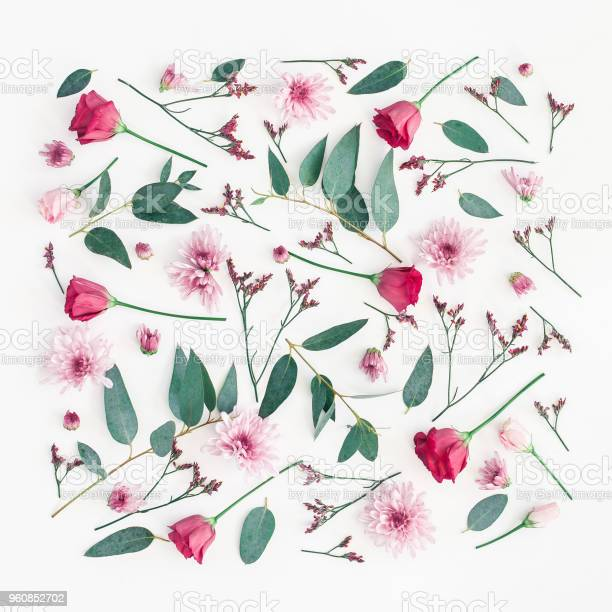 Pink flowers eucalyptus branches flat lay top view picture id960852702?b=1&k=6&m=960852702&s=612x612&h=dxuafbka9qmrpovkrd0fom0ne2n8imehlf2lsxw0qju=