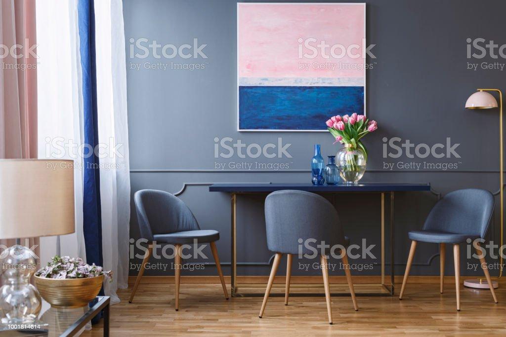Photo libre de droit de Fleurs Roses Sur La Table À ...