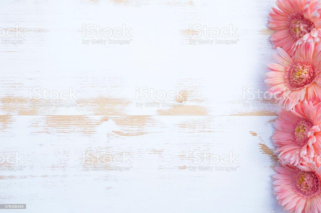 Rosa gerbera auf rustikalen Holz-Hintergrund Weiß – Foto