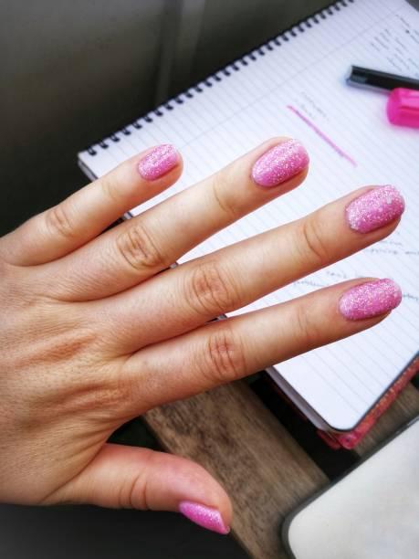 rosa glitter naglar - malin strandvall bildbanksfoton och bilder