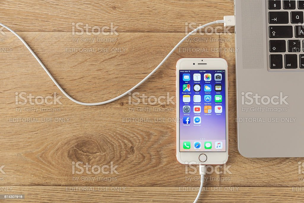Pink Iphone 7 Home Screen With Usb Cable Stock Photo & More