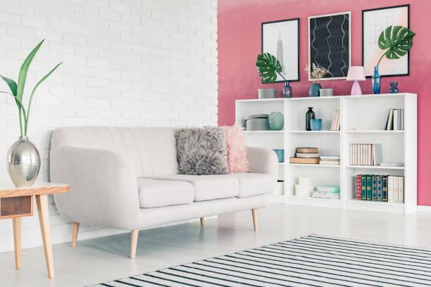 pink wohnzimmer - hellrosa zimmer stock-fotos und bilder