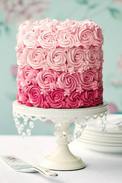 pink ombre-kuchen - rosentorte stock-fotos und bilder