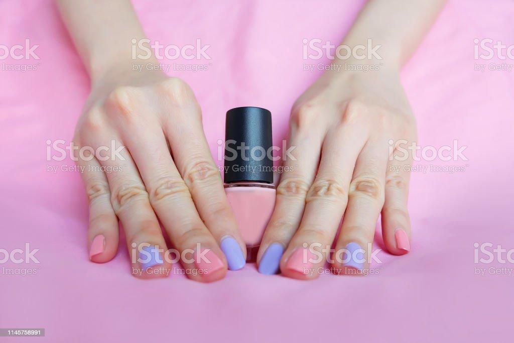 Uñas Pintadas De Color Rosa Hermoso Pink Nail Manicura Con