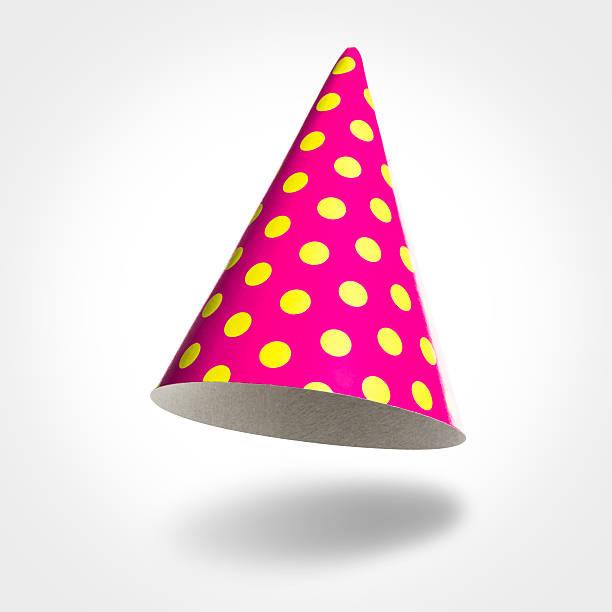 Rosa Partei-Hut in der Luft, gelben Flecken, isoliert auf weiss – Foto