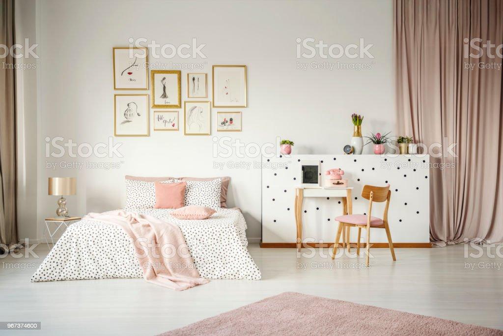 Rosa Pastell Schlafzimmer Innenraum Stockfoto und mehr Bilder von Bett