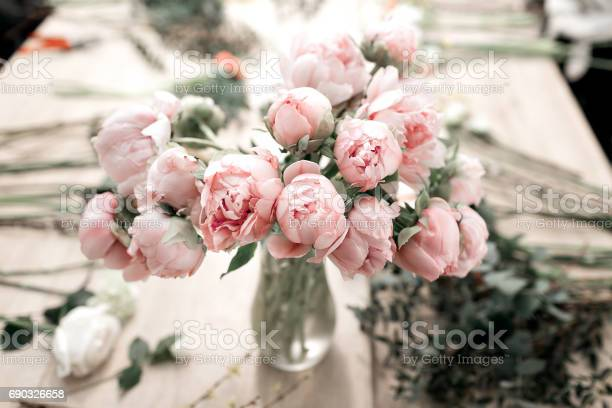 Pink peonies in vase on wooden floor and bokeh background retro picture id690326658?b=1&k=6&m=690326658&s=612x612&h=frsij7qqtpmzetq79p 8bhzexxbaen6ucglhgrvztu4=